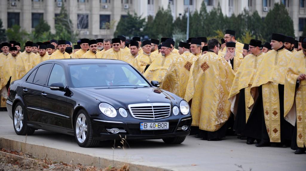 mercedesul-patriarhului,preoti,ortodoxie,